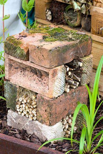 20+ Чудових цегляних доріжок та інших способів використання цегли, які прикрасять ваш сад