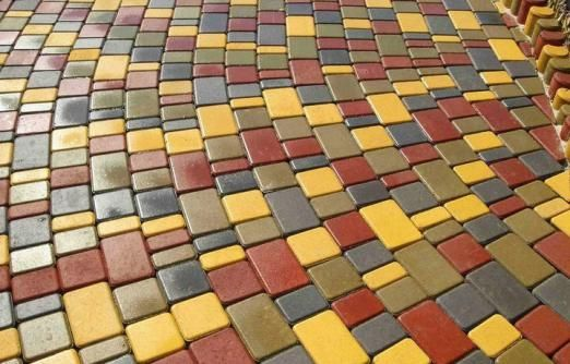 Чим хороша тротуарна плитка «автострой»?
