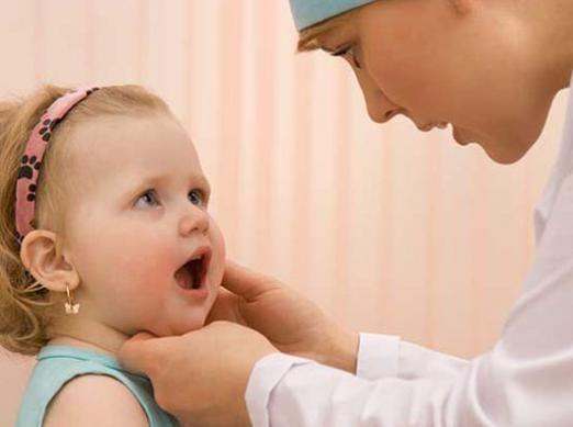 Чим лікувати стоматит у дитини?