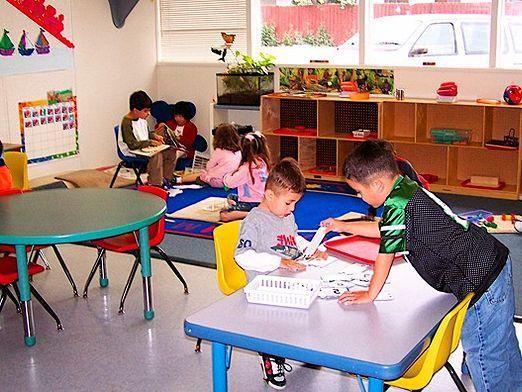Що роблять в дитячому садку?