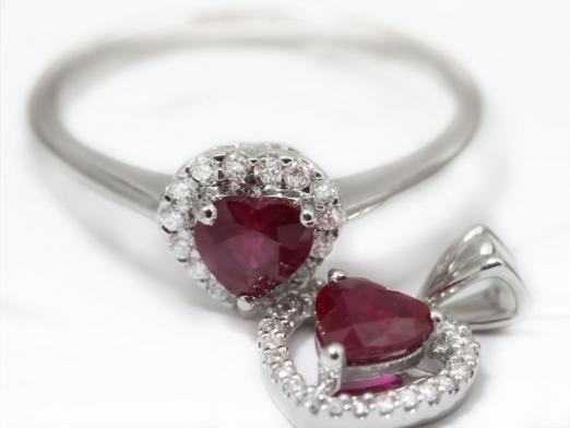 Де можна купити дорогоцінні камені і прикраси з них?