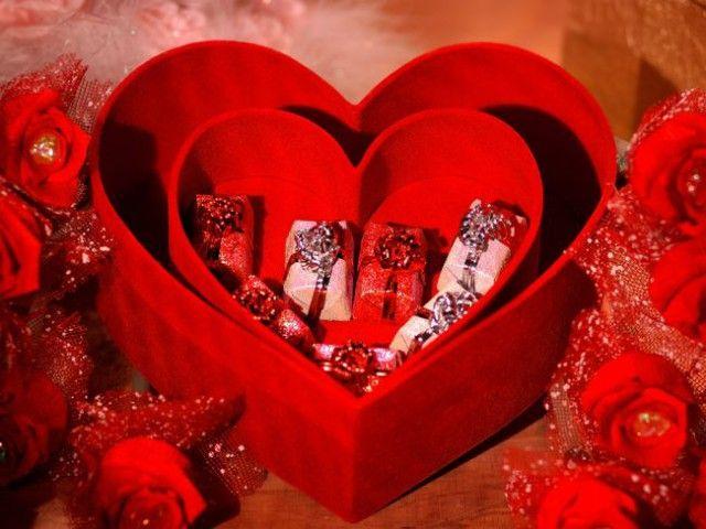 Ідеї   подарунка коханій дівчині на перший рік відносин