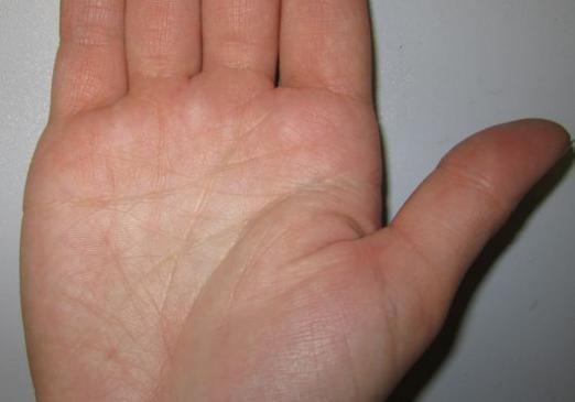 До чого свербить права рука?