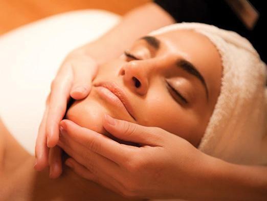 Як робити масаж обличчя?