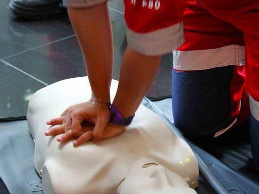 Як робити масаж серця?