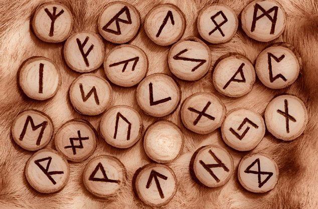 Як використовувати стародавні руни для залучення грошей