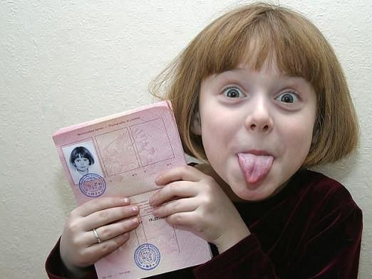 Як оформити дитині закордонний паспорт?