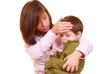 Як надати медичну допомогу дитині при підвищенні температури