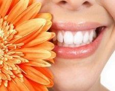 Як відбілити зуби народними засобами