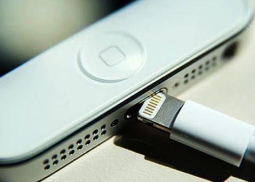 Як підключити айфон 4?