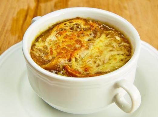 Як приготувати цибульний суп?