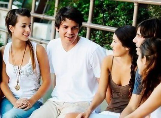 Як стати цікавим співрозмовником?