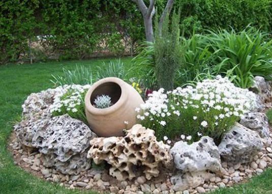 Як прикрасити сад?