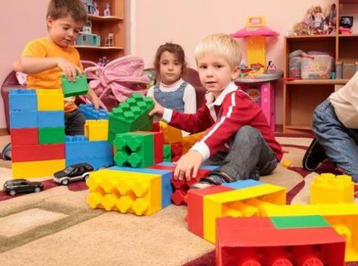 Чи потрібен дитині дитячий сад?