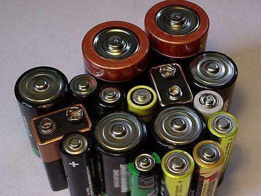 Чому сідають батарейки?
