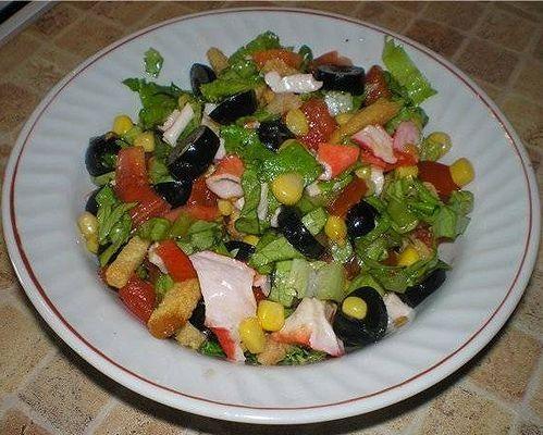 Грецький салат з сухариками