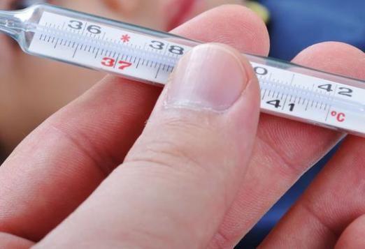 Скільки тримається температура після акдс?