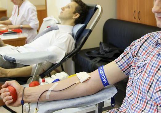 Скільки донори здають крові?