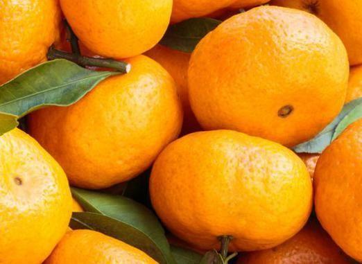 Скільки калорій в мандарині?