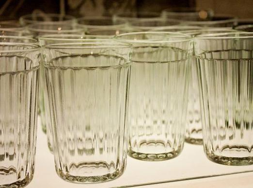 Скільки води в склянці?