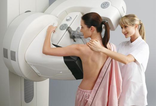 В яких випадках жінці потрібно звернутися до мамолога?